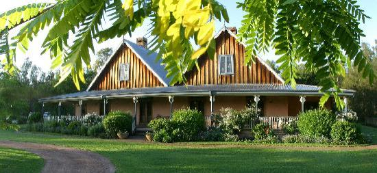 Carriages Guest House, Halls Road Pokolbin